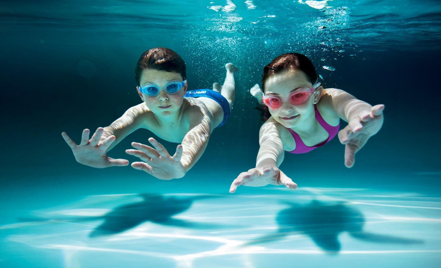 wann ist das richtige alter um schwimmen zu lernen. Black Bedroom Furniture Sets. Home Design Ideas